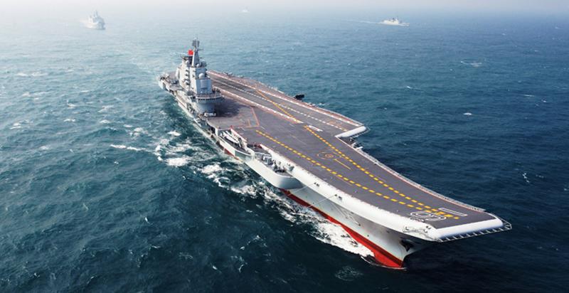 辽宁号航空母舰 辽宁号航空母舰,是中华人民解放军海军第一艘可以搭载固定翼飞机的航空母舰。它的前身是苏联海军的科兹涅佐夫元帅级航空母舰瓦良格号,现改为我国辽宁号,此刻它是属于小号手的一款作品。也是我们今天介绍的第一个载具,目前就是只有中国模型商家小号手对其进行过开模,相比以前来说,小号手的开模是越来越精致。对于大人来说,让小军迷近距离的接触到祖国的航母时小军迷会很兴奋。大人辅助孩子,一起完成模型,既是学习历史也可以提升动手能力。