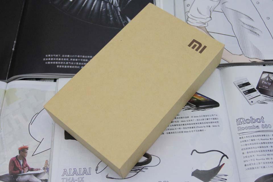 小米4仍采用传统的包装盒.做工坚实图片