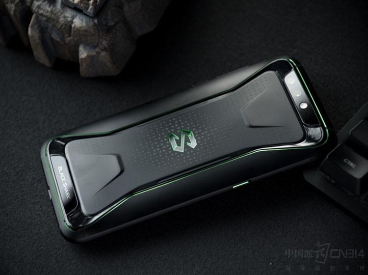红魔VS黑鲨 两款热门游戏手机谁更炫酷?
