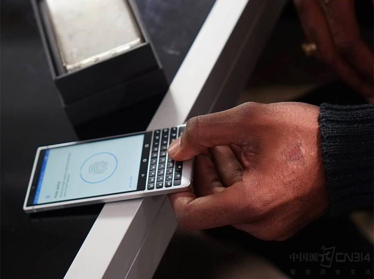外媒称赞黑莓KEY2:很出色的实体键盘手机