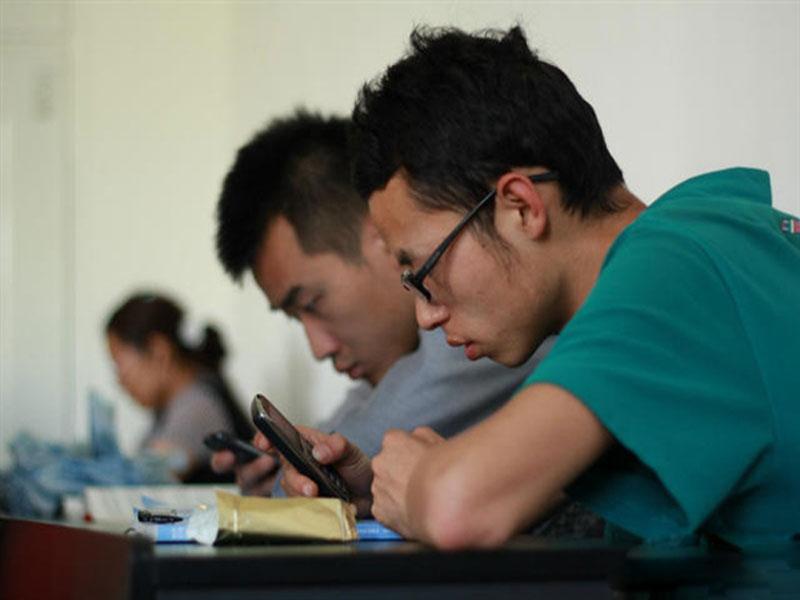 孙良国教授:大学生上课玩手机等同于旷课