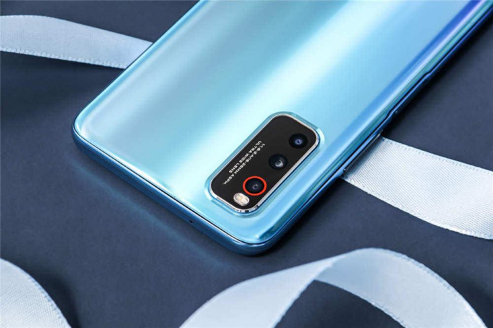 iPhone SE开卖 但网友为啥都关注这款手机