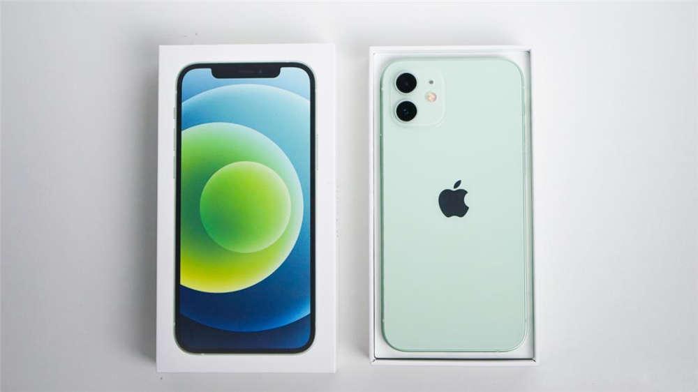 """华为Mate40 Pro""""硬刚""""iPhone 12 谁更强?"""