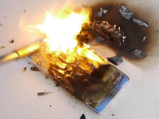 老外用喷火器炙烤三星Note7:屏幕烧毁但电池没爆