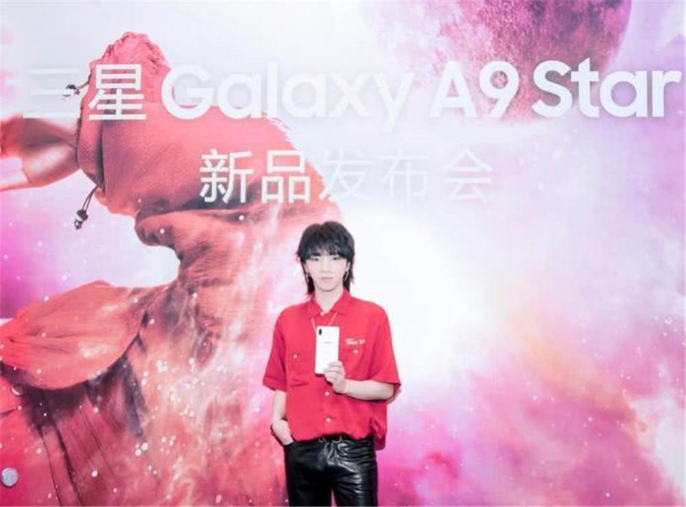 华晨宇生子牵出其它明星 还代言过手机?